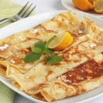 Crêpes with lemon and powdered sugar